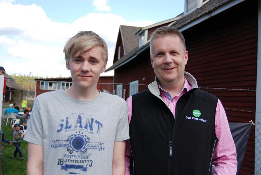 Jonathan Johansson och Tony Johansson informerade om Dina försäkringar. (Foto Uppvidinge Tidning)
